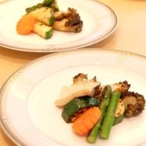 最上階ロイヤルスイート◆鮑の調理にも移動式グリルを使い、料理人が目の前で焼き上げます。