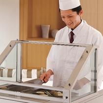 最上階ロイヤルスイート◆専属調理人が目の前で調理します。贅沢な席前料理をご堪能下さいませ。