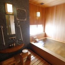 「天空の露天風呂」付き客室 内風呂