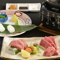 鉄板焼きと炙り寿司、合計120gの「とも三角」。自家製醤油・アンデス紅塩・ぽん酢卸しでどうぞ♪