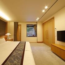 最上階ロイヤルスイート◆ベッドルームにも48インチのテレビをご用意しております。