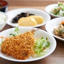 【健康無料朝食】白身魚のフライなど