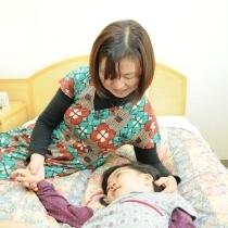 小学生以下のお子様の添い寝は無料です。