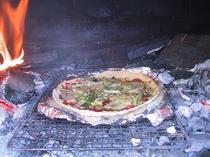 ご家族に好評な石窯で焼くピザ