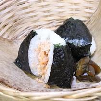 魚沼シャケ(美雪ます)のおにぎり2個