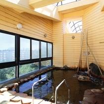 露天風 風呂【汐騒の湯】女湯/開放的な大きな窓からの大自然を感じる露天風 風呂
