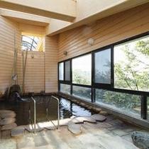 露天風 風呂【銀河の湯】男湯/大きく開いた窓の外には雄大な日本海を見ることができます