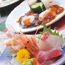 魚介たっぷりの会席料理(お夕食一例)