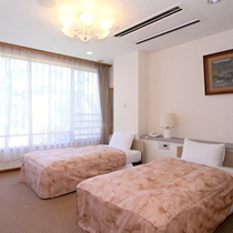 【和洋室】一例/広々とした落ち着いた和室と大きく取られた窓から自然が溢れる洋室がある特別なお部屋です