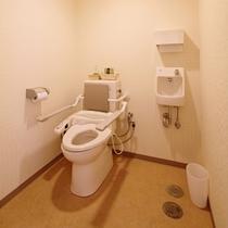 【アクセシブルルーム】車椅子対応トイレ/車椅子での利用を想定したユニバーサルデザインです。