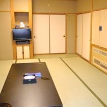 【和室15畳】/広々とした和室15畳は、ご家族で、お仲間でお過ごしいたくにはぴったりのお部屋です。