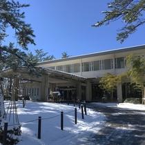 【鵜の浜ニューホテル】外観(冬)