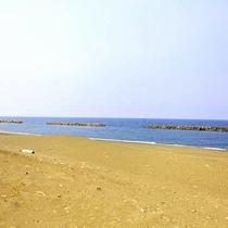 8.美しい砂浜が自慢の鵜の浜海岸。夏は海水浴で賑わいます♪