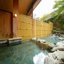 開放感溢れる露天風呂