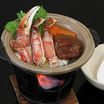 蟹の旨みが凝縮される陶板鍋