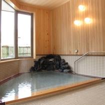 青森ヒバの元風呂は湯治場時代の風情を残す