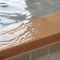pH10.8のお湯が流れる