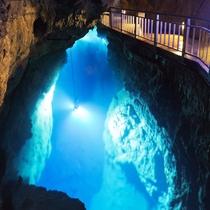 龍泉洞地底湖
