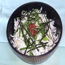 和歌浦名物の「しらす丼」