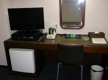 新シングルルーム・机
