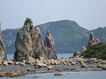 串本町の橋杭岩