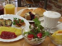 朝食は無料サービス付き♪