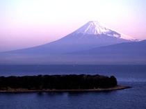 朝日に輝く赤富士