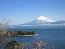 冬の大瀬岬と富士山