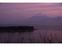 朝焼けの富士山。