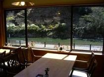 レストランから大塔川の眺め