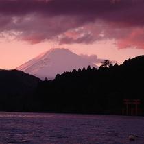 夕暮れの芦ノ湖