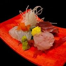 刺身お造り 赤い皿