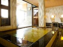 内湯は通常の沸かし湯。シャンプー、トリートメント、ボディソープなど完備。