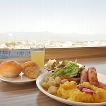 【朝食&景色】天気の良い日は北アルプスが一望できます。