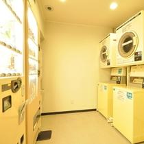 【館内施設-ランドリーコーナー・自動販売機・製氷機】4Fにございます。
