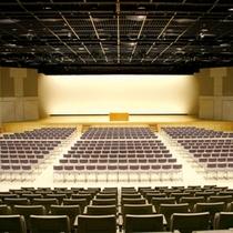 【キッセイ文化ホール】毎年「サイトウ・キネン・フェスティバル松本」が行われる会場。ホテルから車・バス