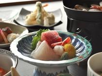【ご夕食の一例】三陸の海の幸をお刺身でお楽しみいただけます。