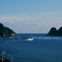 海側のお部屋からは「柴山湾や柴山漁港」をご覧いただけます