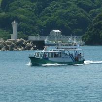 地区運営の「かもめ丸」でしか行けない、無人島「臼ヶ浦海水浴場」もおすすめです