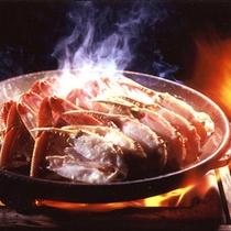 旨味が増す「陶板焼き(焼きかに)」。甲羅戯がはじめた調理法です