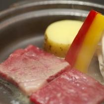ご夕食:陶板焼き(一例)