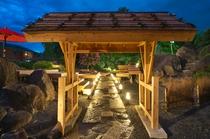 2016年6月オープン 奥庭茶屋『アルプス』座敷にお座り頂き 約25メーターの人口大滝がご覧頂けます
