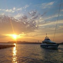 篠島港からの夕日