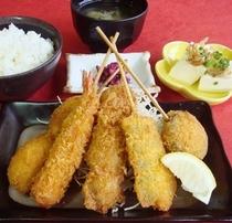 【串かつ定食】5つの味が楽しめる串かつ定食