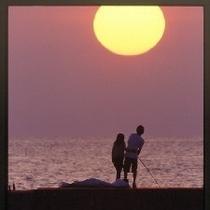 カップルで見る夕日