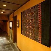 大浴場前の廊下と装飾