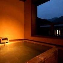 夕景より見る新客室「雲雀」客室露天風呂