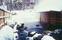 源泉100%の雪見露天