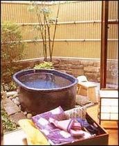 離れ「里山の四季」の部屋付き露天風呂の1例