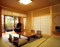 離れ「里山の四季」8畳和室例。2方の縁側を備えております